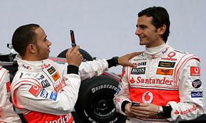 Педро де ля Роза и Льюис Гамильтон, McLaren-Mercedes